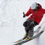 un homme faisant du ski