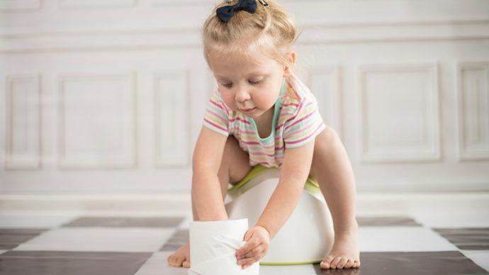 Apprendre à l'enfant à faire pipi seul