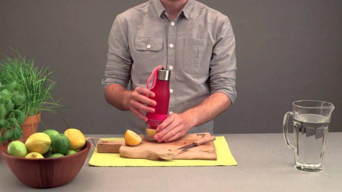 Bouteille à infusion à fruit